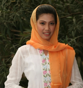 Martha Safitri (Mpok Happy)
